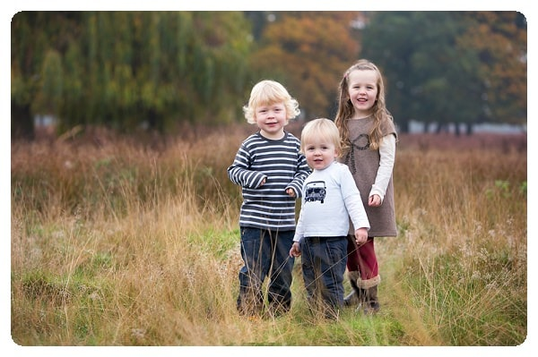 Outdoor family photo session in Bushy Park, London