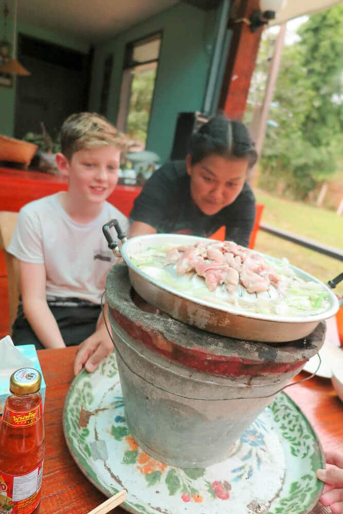 eating with kids in Thailand